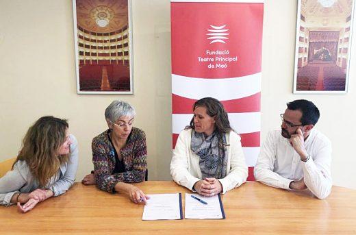Imagen de la firma del convenio sobre el Teatro Principal