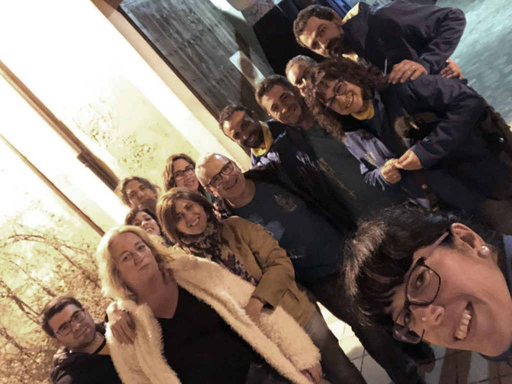 Las concejalas, con los miembros de la Colla de Geganters (Foto: Ajuntament d'Es Castell)