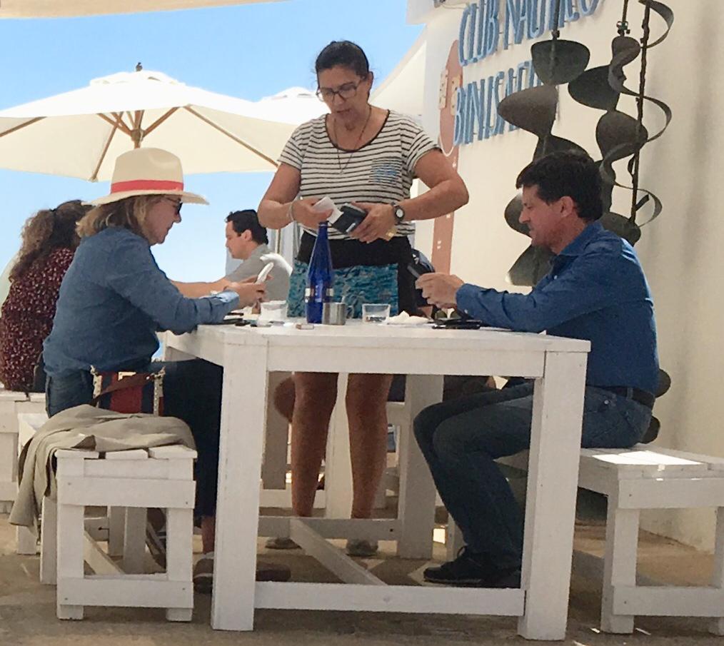 Manuel Valls y  Susana Gallardo, en Binisafua.