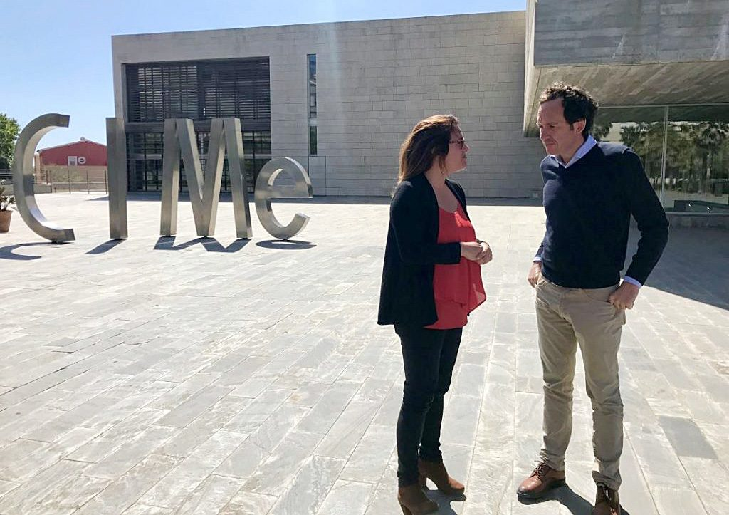 Susana Mora, candidata del PSOE al Consell, y Marc Pons, candidato al Parlament