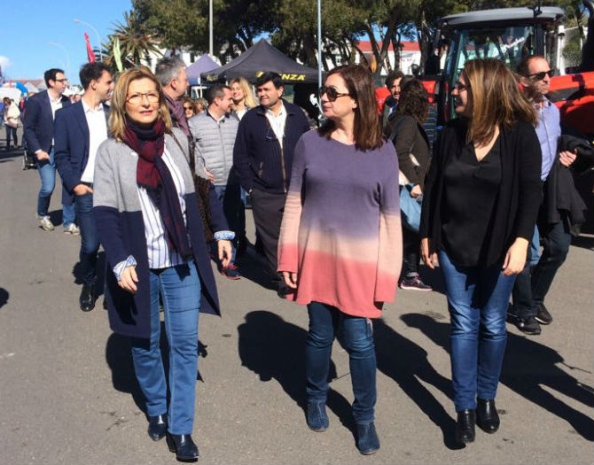 Sugrañes, junto a Francina Armengol y Susana Mora (Foto: Tolo Mercadal)