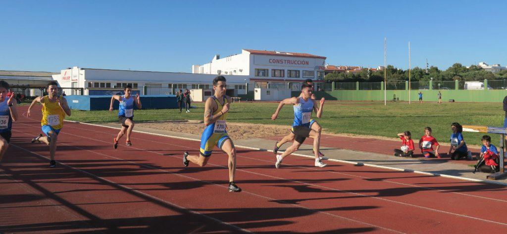 Un momento de la prueba de los 100 metros del anterior récord (Foto: Andrés Pulido)