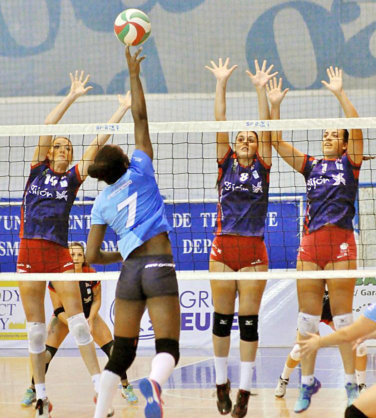 Wanda Banguero, en un partido en la Superliga (Foto: RFEVB)