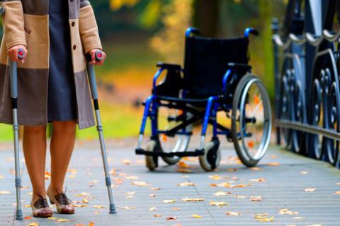 En la actualidad no existe ningún tratamiento que permita curar la esclerosis.