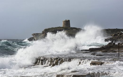 El fuerte viento está provocando olas de gran altura