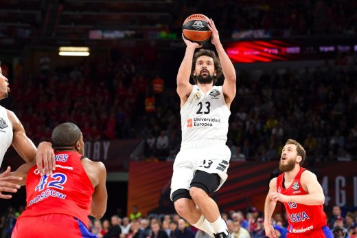 Llull lanza a canasta (Foto: Euroleague)