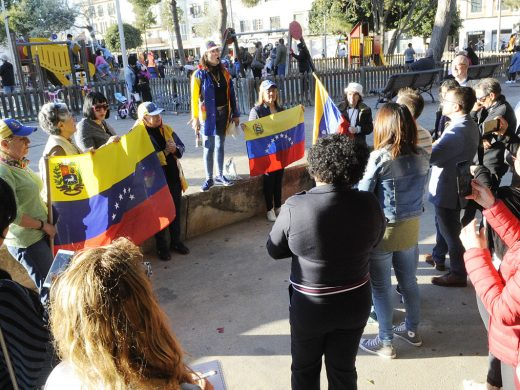 (Fotos) Protesta contra Maduro en Maó