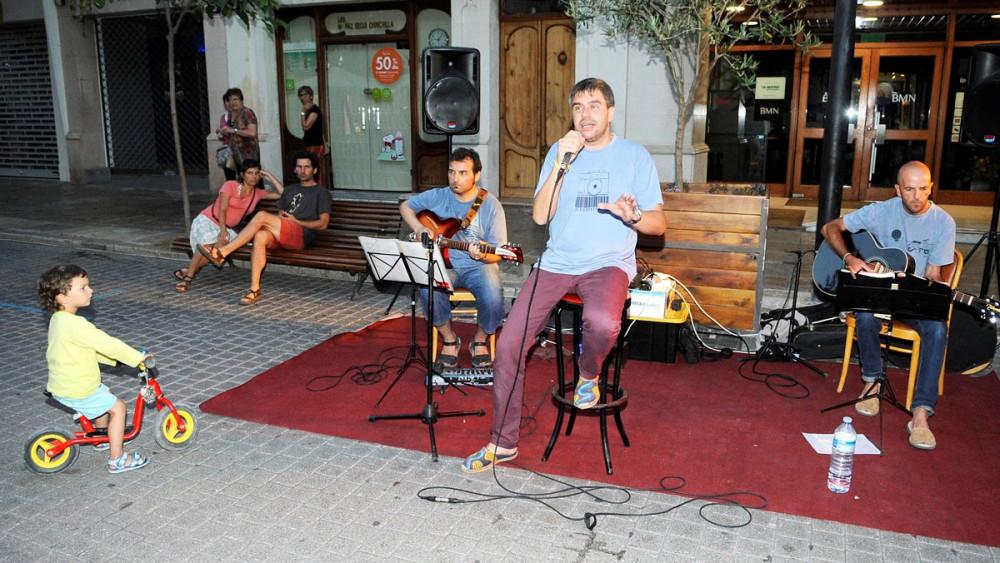 Nits de música al carrer.