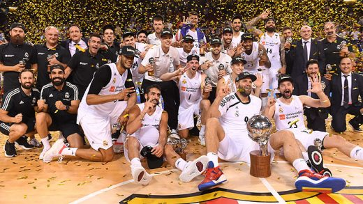 Llull, celebrando el título con el equipo (Foto: ACB)