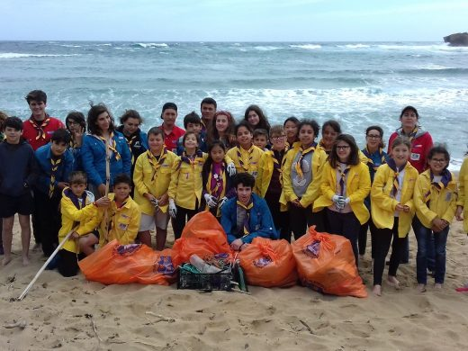 (Fotos) Los Escoltes de Menorca retiran 600 kilos de residuos de las playas