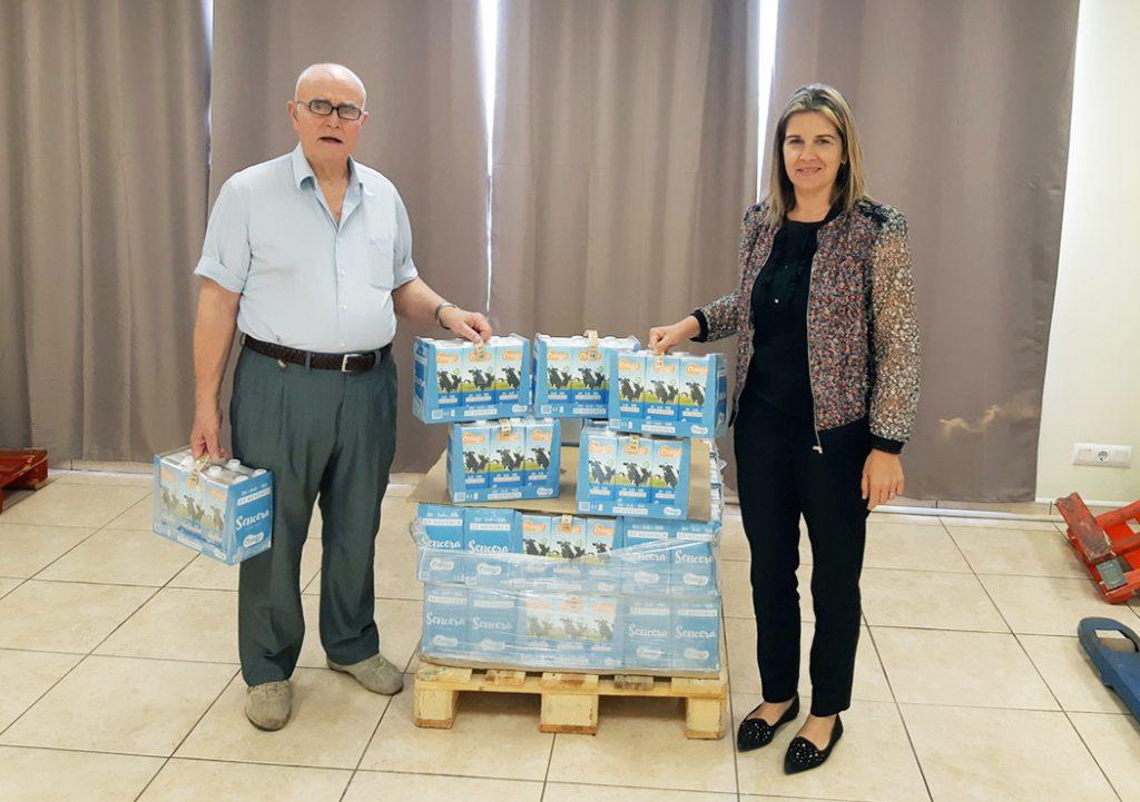 Momento de la donación de la leche.