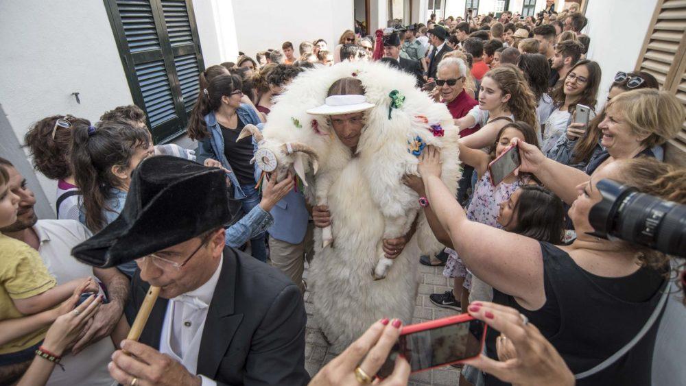 """""""S'home des Be"""", por las calles de Ciutadella (Fotos: David Arquimbau)"""