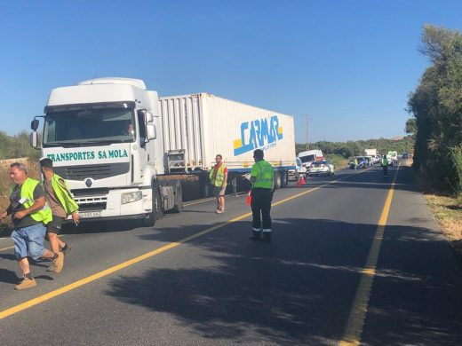 (Fotos) Un accidente provoca colas kilométricas en la carretera general