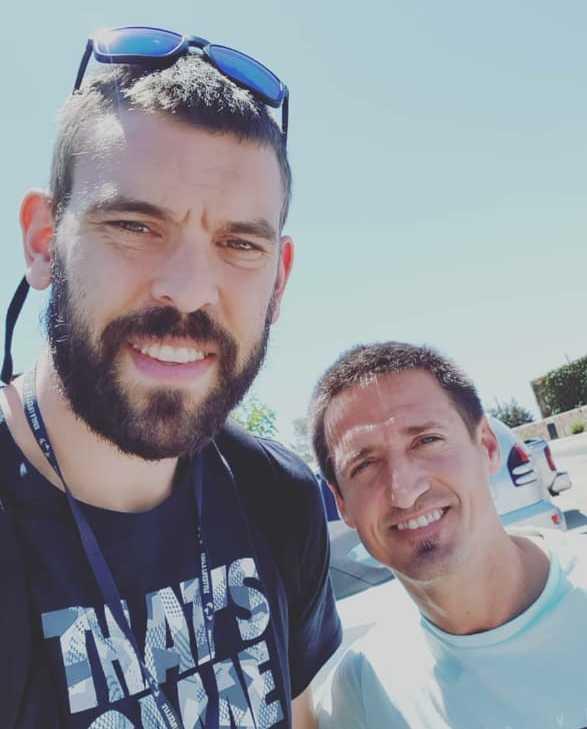 Marc Gasol, junto a Miguel Quesada, a su llegada a la Isla.
