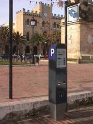 Parquímetros cerca del ayuntamiento de Ciutadella