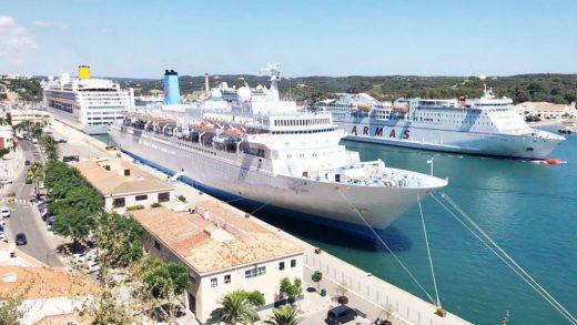 Cruceros en el puerto de Maó (Foto: Tolo Mercadal)