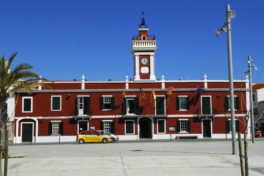 Fachada del Ayuntamiento de Es Castell