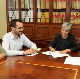 Héctor Pons y Conxa Juanola en el ayuntamiento de Maó