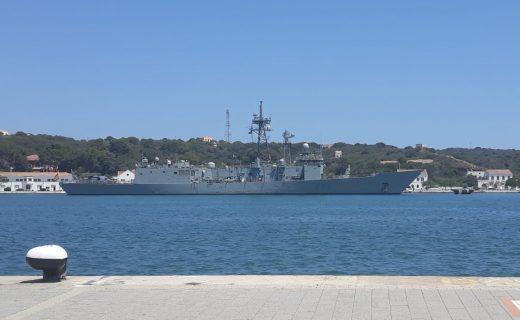 La fragata Reina Sofía no recalaba en Maó desde 1998