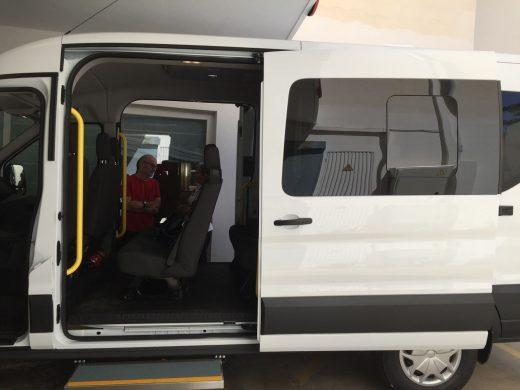 (Fotos) El geriátrico de Maó estrena furgoneta