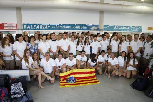 Parte de la selección menorquina rumbo a Gibraltar esta mañana en Ciutadella
