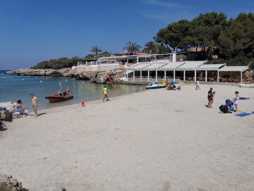Playa de Cala Blanca (Foto: Ajuntament de Ciutadella)