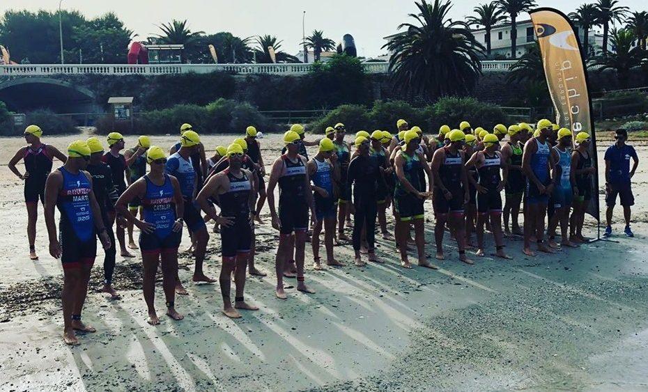 Los participantes, antes de lanzarse al agua (Fotos: elitechip.net)