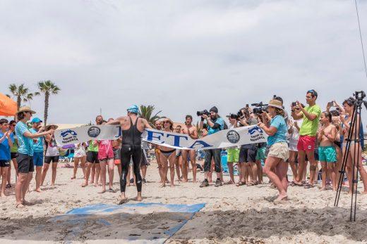 Orrú, a su llegada a meta (Foto: Swim in Menorca)