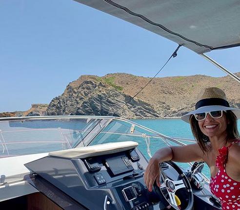 Nuria Roca, navegando en aguas de la Isla (Foto: Nuria Roca)