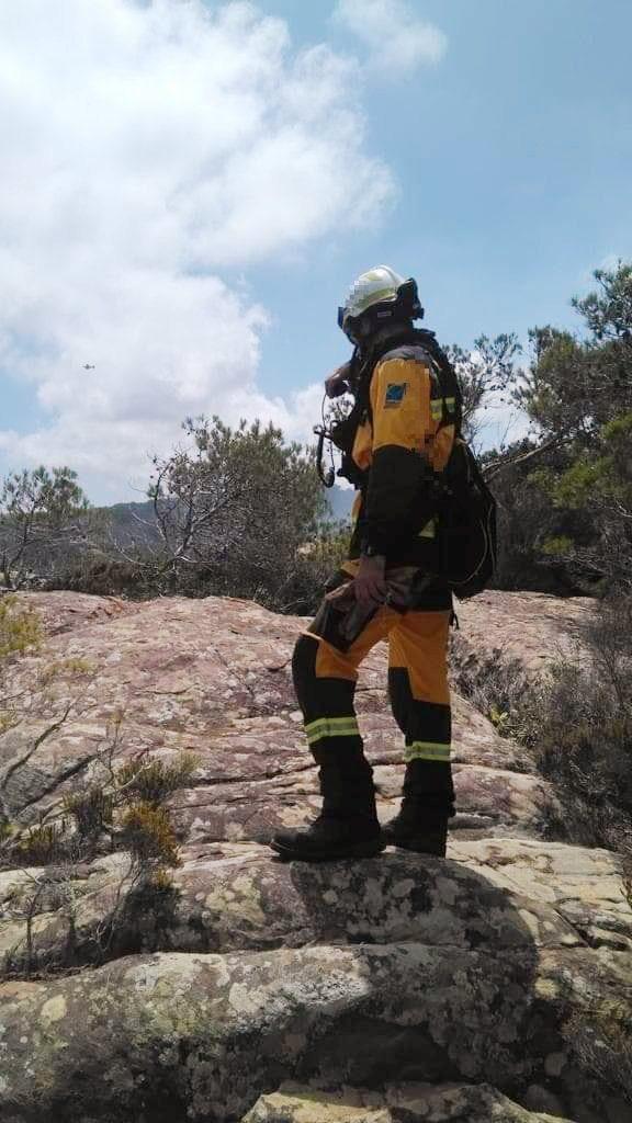 Un bombero, en el lugar del incendio la pasada semana en Ciutadella (Foto: @iffbaleares)