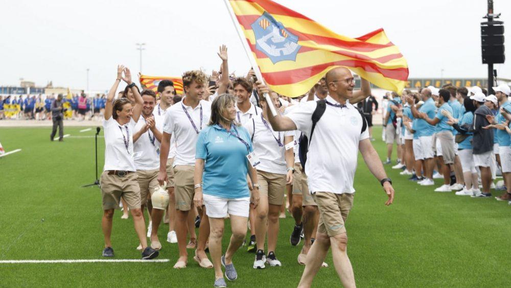 La delegación de Menorca, desfilando en la ceremonia (Fotos: IGA Menorca)