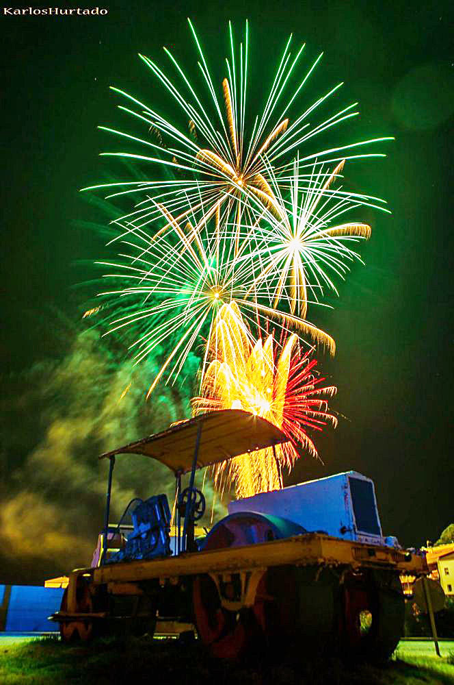 Espectacular fotografía de los fuegos (Foto: Karlos Hurtado).
