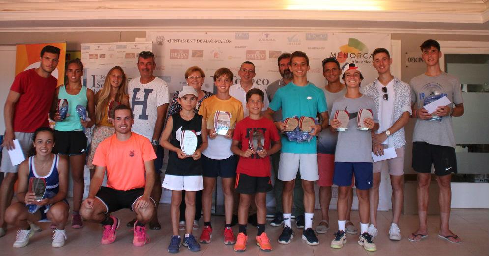 Imagen de la entrega de trofeos (Foto: CT Mahón)