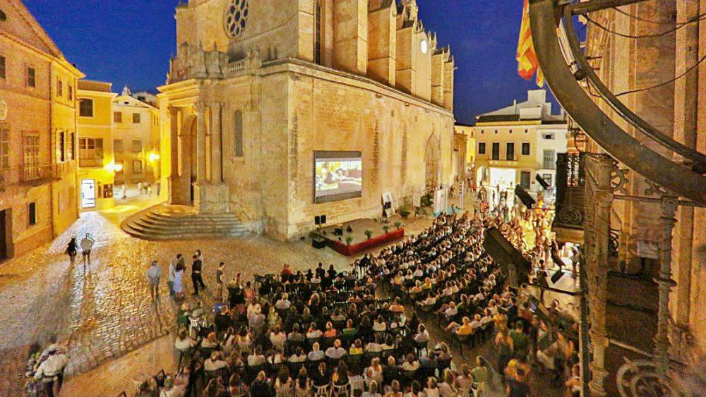El Festival de Cine de Menorca 2019 se inauguró anoche con una gran presencia de público.