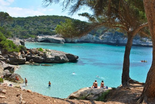 La imagen de Cala Mitjaneta es la que encabeza la candidatura de Menorca