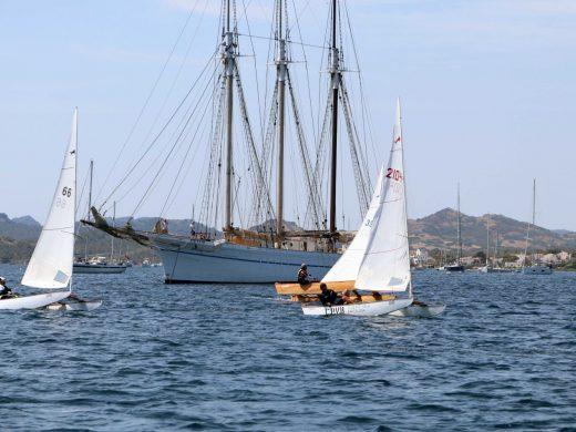 (Fotos) Poco viento en la segunda etapa de la Vuelta a Menorca en patín de vela