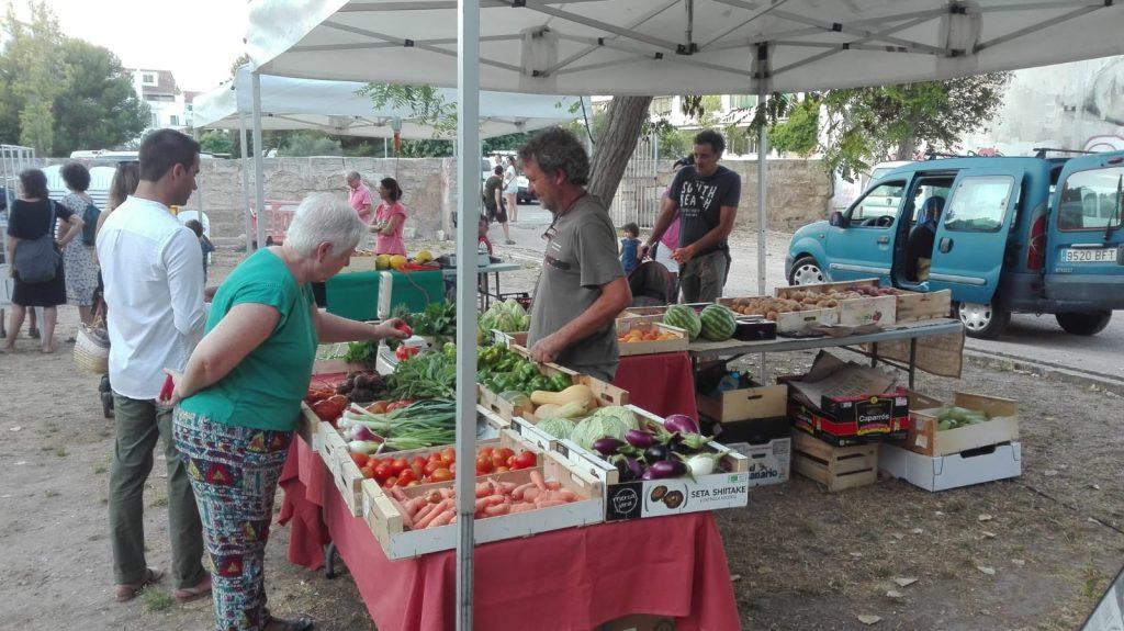 Imagen de archivo de una feria de Menorca donde se ofrecen productos ecológicos (Fotos: J.R.T.)