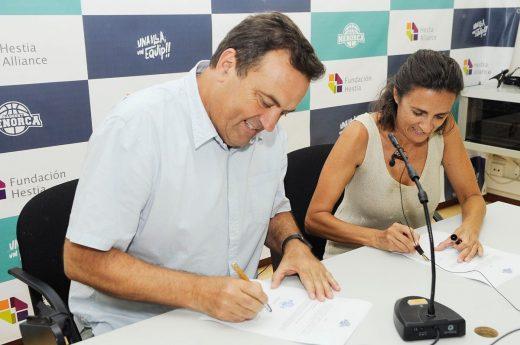 Imagen de la firma del acuerdo (Fotos: Tolo Mercadal)