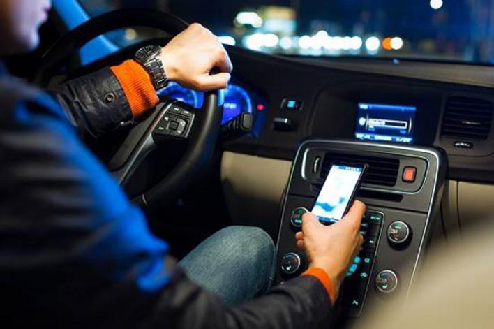 Siete de los fallecidos en las carreteras de las islas hasta agosto de este año tienen que ver con accidentes causados por distracciones al volante