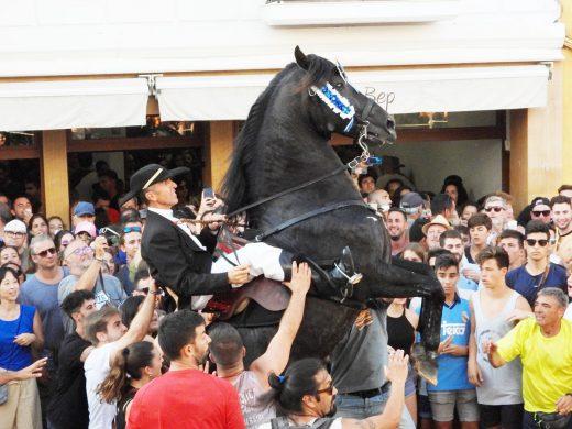 (Vídeo y fotos) Los caballos ya botan en Es Mercadal
