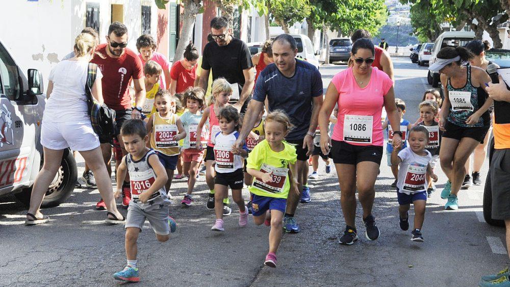 Imagen de una de las carreras de los más pequeños (Fotos: Tolo Mercadal)