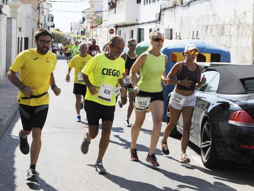 (Fotos) Es Castell se calza las zapatillas