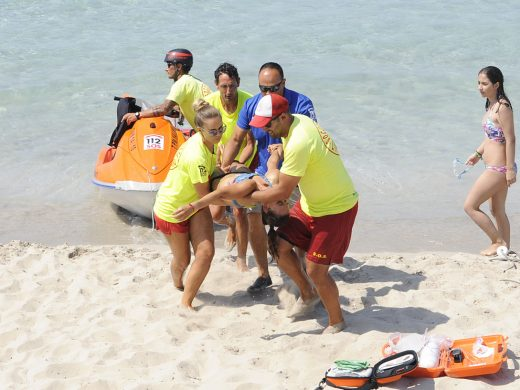(Fotos) Éxito del simulacro de rescate en playa de Son Bou