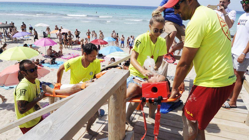 simulacro de rescate en la playa de son bou