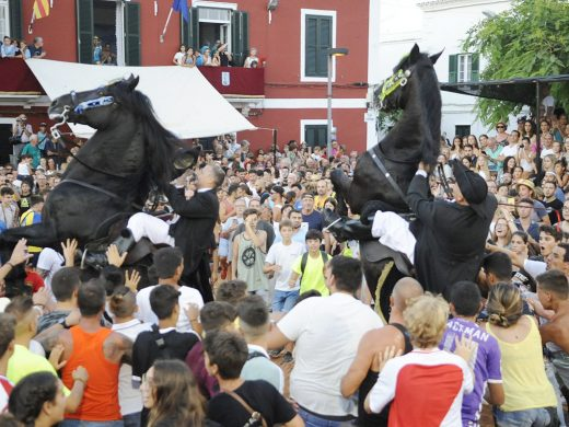 (Fotos y vídeo) Es Castell vive Sant Jaume