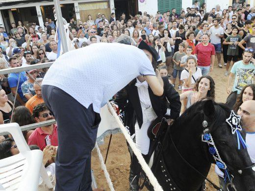 (Vídeo y fotos) Ni la lluvia puede con Sant Antoni