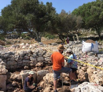 Investigan las casas talayóticas más antiguas de Torre d'en Galmés
