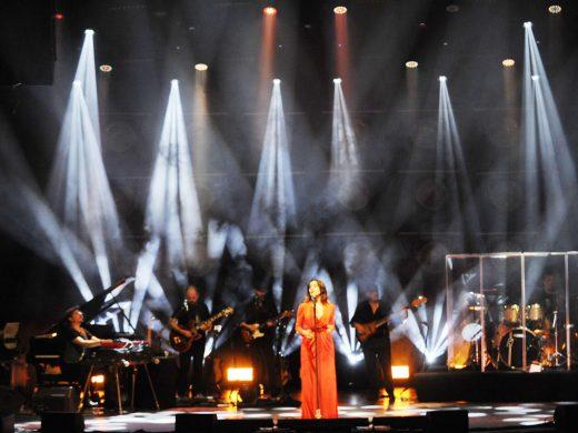 (Foto) Luz Casal enamoró al público del Teatro Principal de Maó