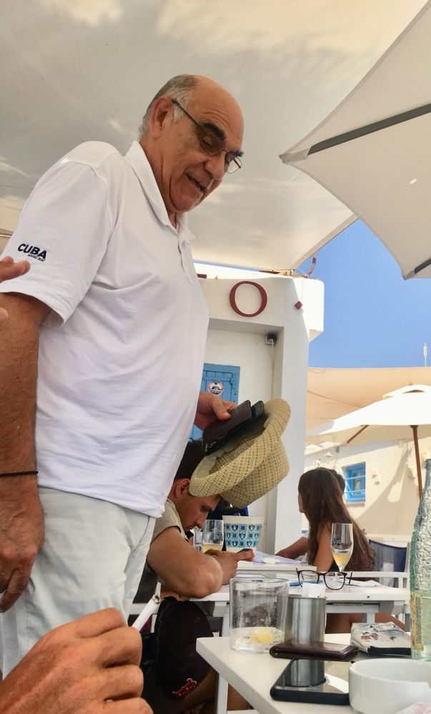 El empresario catalán comió con su familia en el Club Náutico de Binisafua