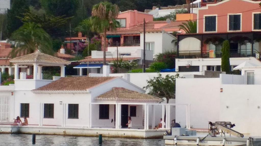 Imagen de la casa de La Solana que tenía en concesión la familia de Mercedes Milá
